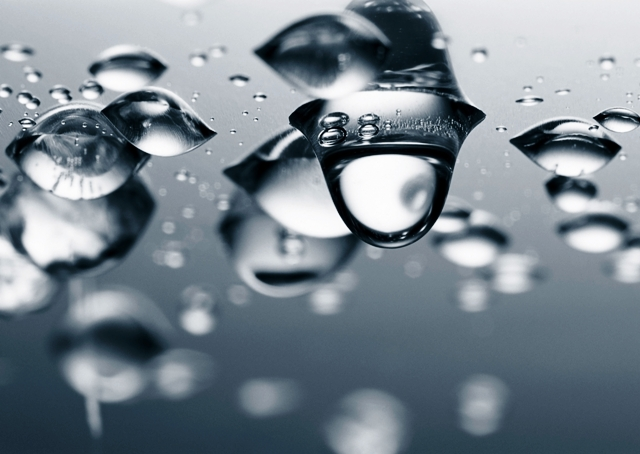 water-drops dreamstime  m 14176496-640x454